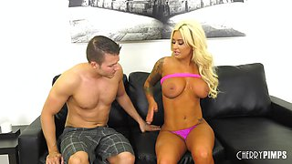 Brandi Bae knows how to seduce a hunk with her curvy body