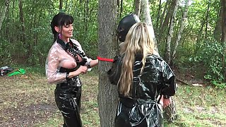 Threesome in the forest is a new sex experience for Carmen Rivera