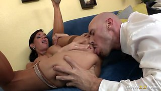 Hot brunette called her husband to prove him that she can squirt