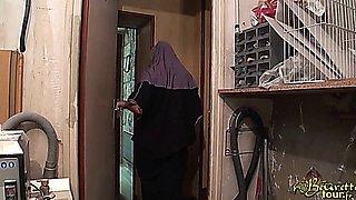 Hijab Niqab Arab Housewife - Nabila Bouachir