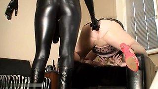Mistress Lucia - Das klaffende Sklavenloch