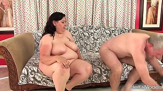 Older Latina plumper floozy Lacy Bangs shows off her dick sucking experience