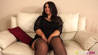 Sexy bbw Anna Lynn spreads legs wide open and shows off her pussy
