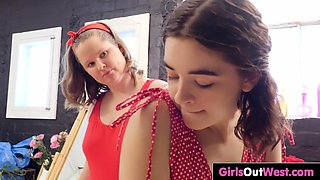 Petite Lily and chubby Sarah finger cunts