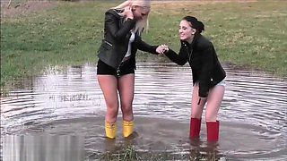 Naughty Girls in Rubber Boots / Gummistiefel