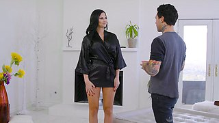Jaw dropping temptress Jasmine Jae gives a nuru massage and rides a dick