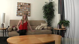 Amateur casting babe pussylicked by midget