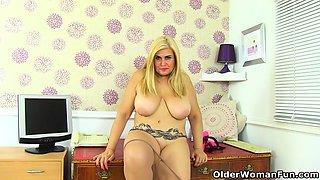 Spanish milf Montse Swinger dildos her shaven pussy