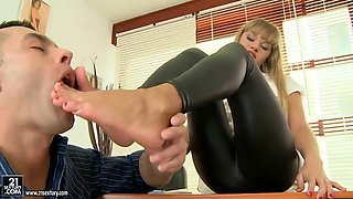 Wonderful feet fetish of beautiful girl Willa