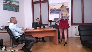 Sinful and depraved secretary Selvaggia is actually for analfuck at work