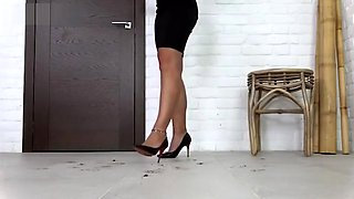 Sexy heels cricket crushing.