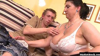 big tits chubby squirting gilf