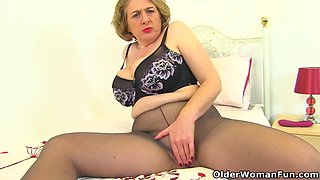 English milf camilla creampie gets horny in tights