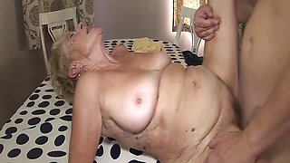 Wrinkled 89 years old mom deep fucked