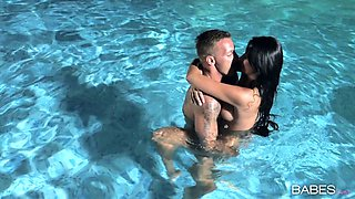 Horny brunette girlfriend gets fucked in the pool by her boyfriend