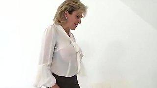 Unfaithful British MILF Lady Sonia