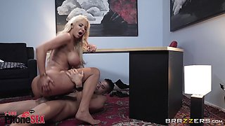 flexible body Nicolette Shea wants to show her sexual skills to a stranger