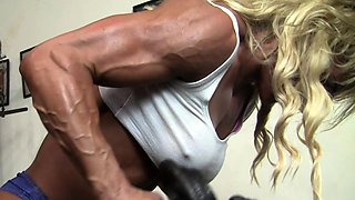 Sexy Female Muscle Cougar Works Out