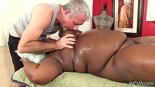 Fat black beauty daphne daniels enjoys a passionate rubdown
