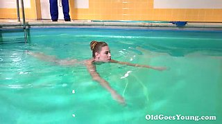 Swimming all nude chick wins a chance to enjoy nice cunnilingus