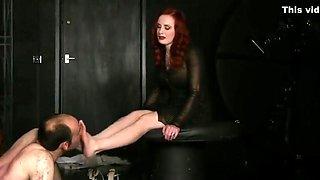 Foot worship for Mistress Morrigan