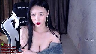 Korean sexy babe with big tits webcam show