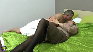 Sexxxy mature pounded by young stud