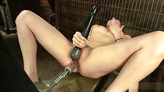 Solo babe with spreaded legs fuck machine