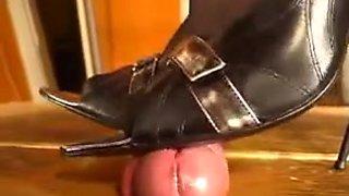 Awesome domina gives a shoejob through the gloryhole
