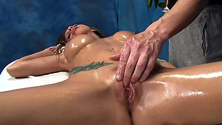 Engaging darling Brooklyn Chase gets penetrated