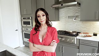Pretty mature Ariella Ferrera loves to blow hard penis before sex