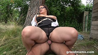 A steamy fuck with a mature BBW who has killer thighs and fat pussy