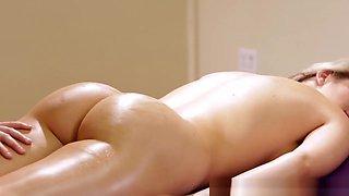 Lesbian Masseuse Pussylicking Flexible Dyke
