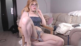 Precious russian , just 18 Y/O can not hide her pussy