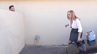 Mature lady in the office seduced a guy into hot fuck...