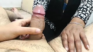 Handjob fingers touch MILF (paja dedal)
