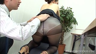 Asian couple have hot sex in the office and enjoy asslicking