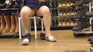 nice pussy flash in a Torquay shoe shop.