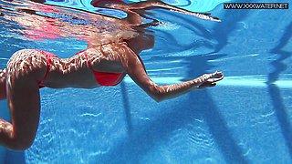 Wet Mary Kalisy super sexy underwatershow