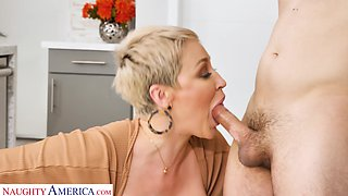 A housewife fucks a delivery boy and that big ass lady is insatiable