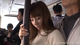 Cute Japanese babe gets jizz on her tigh during a bus ride