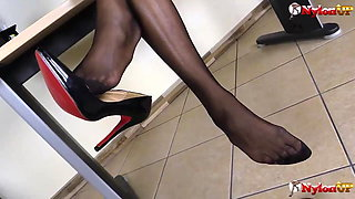 Black secretary squirting on desk while wearing stockings