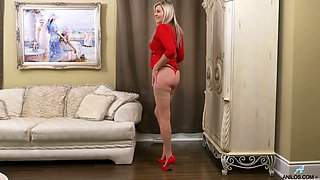 Blond cougar Velvet Skye is finger fucking pussy which is out of control