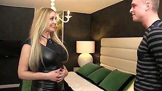 Incredible Cougar, Mature sex clip