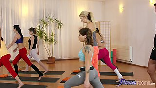 Wild threesome sex in the gym with Yenna Black and Luna Corazon
