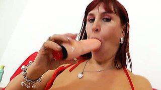 Darja the redhead bitch masturbates her pussy and gapes her