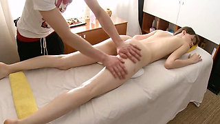 Sexy ramming of a juicy and slit in massage room