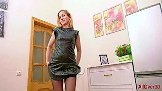Alika 41 Strippt Beim Interview
