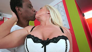 Hot granny that loves large black cock is getting filled up well