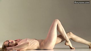 Flexible sweetheart Sofia Zhiraf is ready to expose tits during stretching